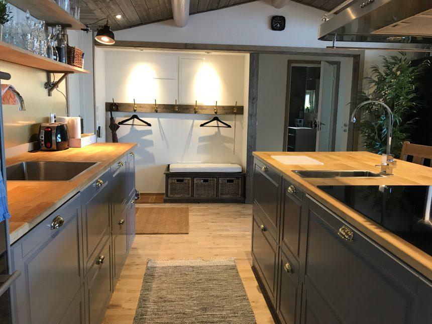 Huvudbyggnad kök & entre